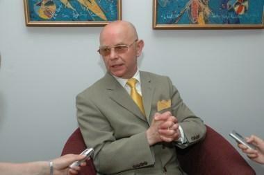 Prezidentei siūloma A.Vinkų atšaukti iš ambasadoriaus pareigų