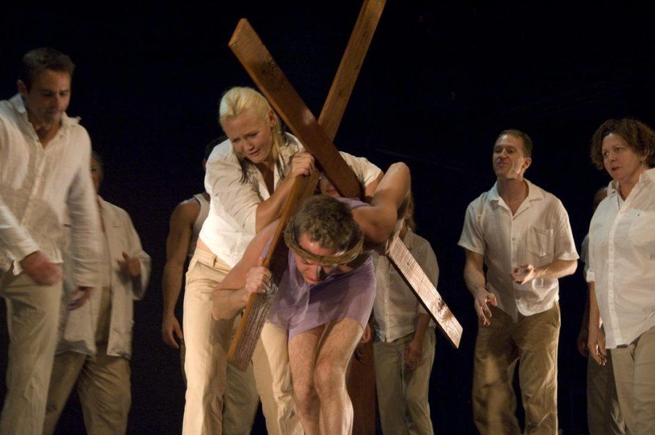 """Graikų teatras kilus protestams neberodo pjesės apie """"Jėzų gėjų"""""""