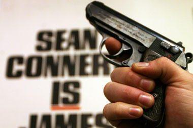 J.Bondo pistoletas parduotas Londone už daugiau kaip milijoną litų