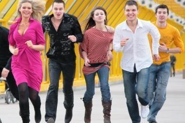 SEB: sunkmečiu jaunimas – labiau priklausomas nuo tėvų