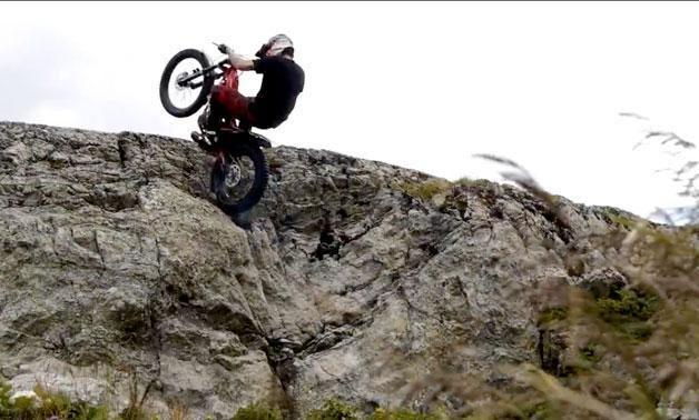Motociklininkų nesėkmės – juokas internautams
