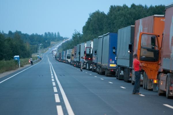 Lietuva reikalauja Rusijos paaiškinimų dėl eilių pasienyje