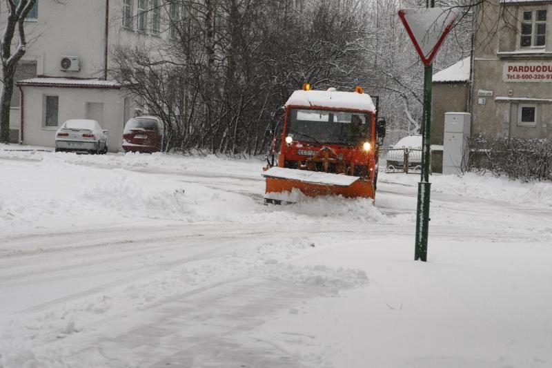 Kelininkai: visoje šalyje sninga, naktį snigimas stiprės