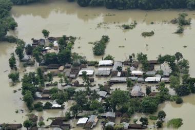 Indijoje potvyniai sugriovė 250 tūkst. namų