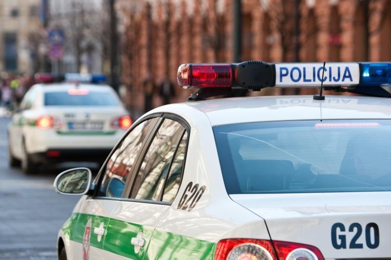 Vilniuje saulės akinamas vairuotojas įpuolė į kitą automobilį