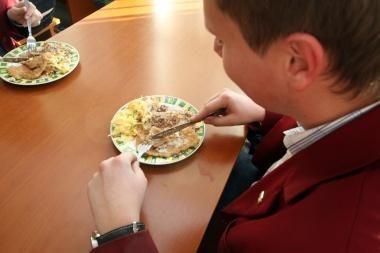 Vilniuje vaikai pusryčių mokyklose nebegaus
