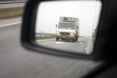 Neblaivus, be teisės vairuoti dingo iš avarijos ir sukėlė naują