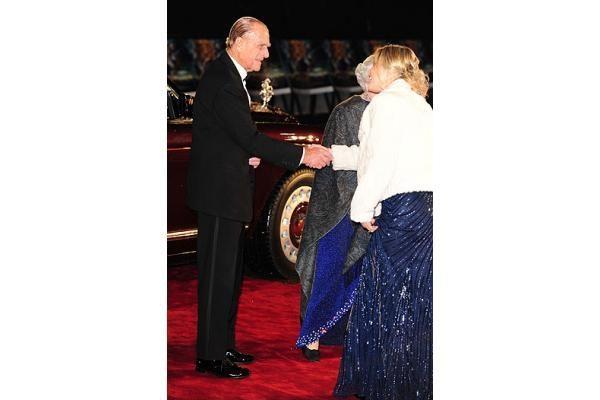 """Filmo """"Narnijos kronikos"""" premjeroje apsilankė ir karalienė Elizabeth II"""