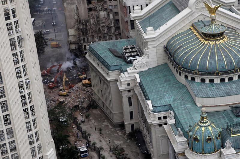Rio de Žaneire trijų pastatų griūties aukų padaugėjo iki 16-os