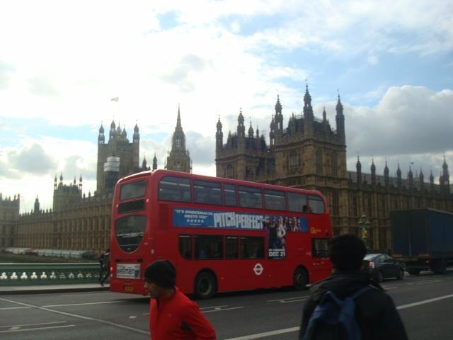 Didžioji Britanija ieško kovos su imigrantais būdų