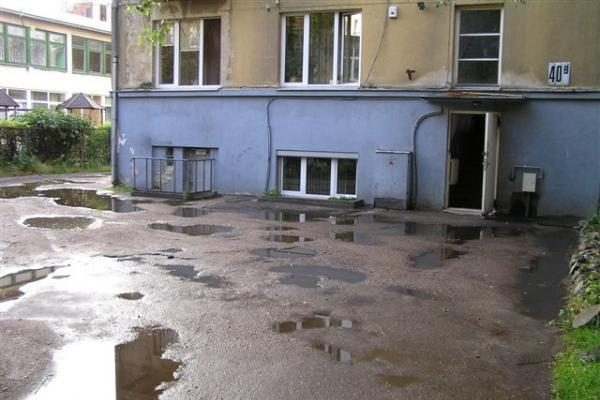 Kaune daugiabučių kiemai - lyg arimai