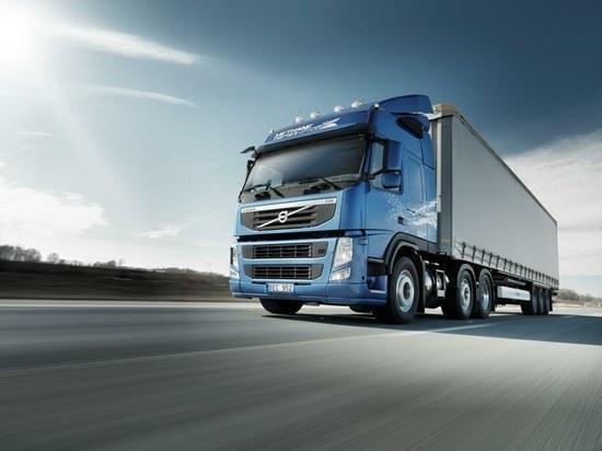 """""""Volvo"""" sėkmingai išbandė pusiau autonominę autovilkstinę"""