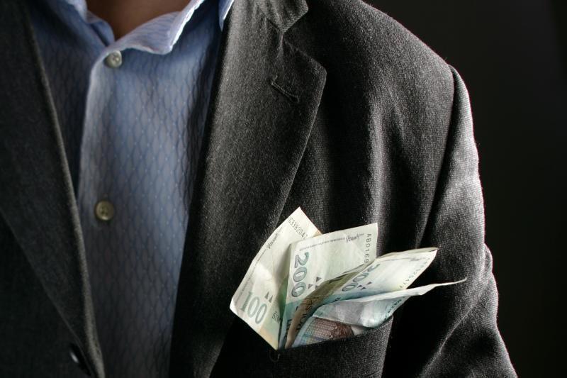 Seimas pakėlė atlyginimus šešių institucijų vadovams