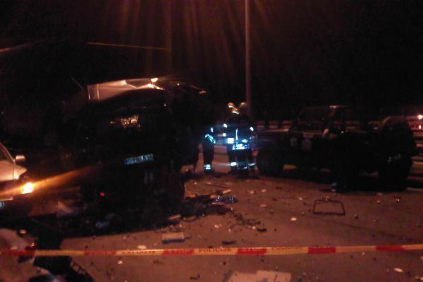 Prie Kauno – kraupi keturių automobilių avarija, sužeisti trys žmonės