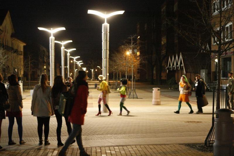 Europos šalių gatvės teatro menininkai kvietė klaipėdiečius šėlti