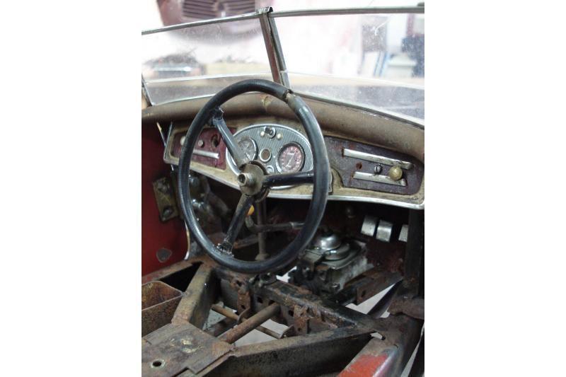 """Vokiečio surūdijusi kolekcija - nuo """"Porsche"""" iki """"Bugatti"""""""