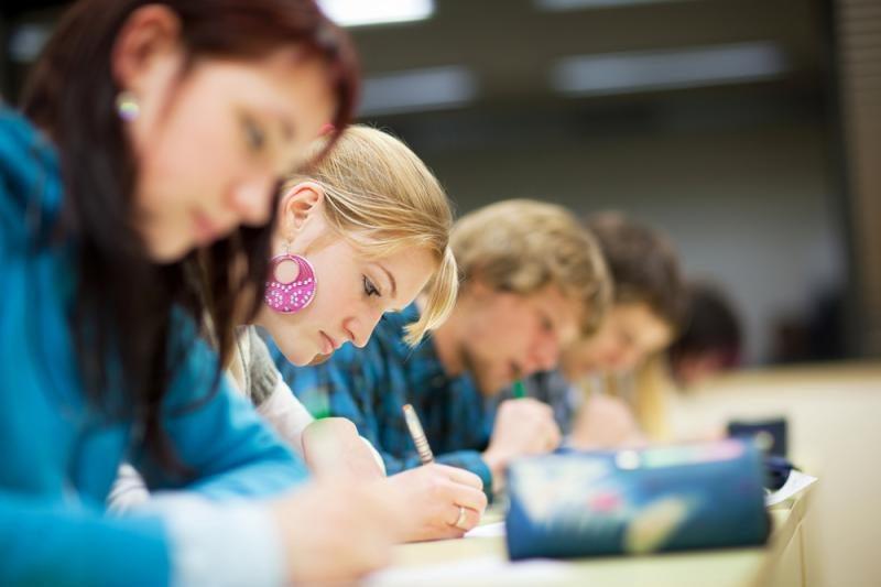 Brandos egzaminų sesiją pratęs vokiečių kalbos egzaminas
