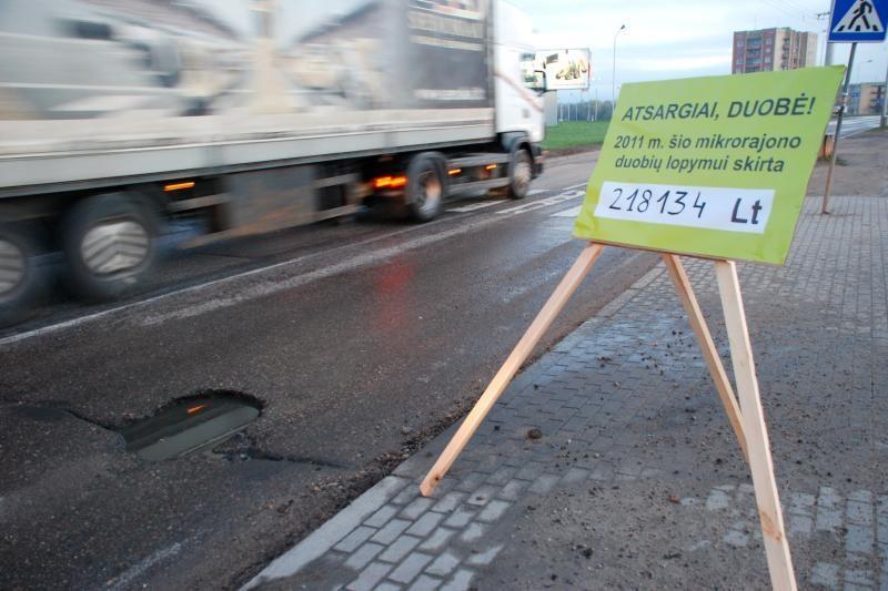 Kauniečiai stebisi: kodėl netaisomas gatvių remonto brokas?