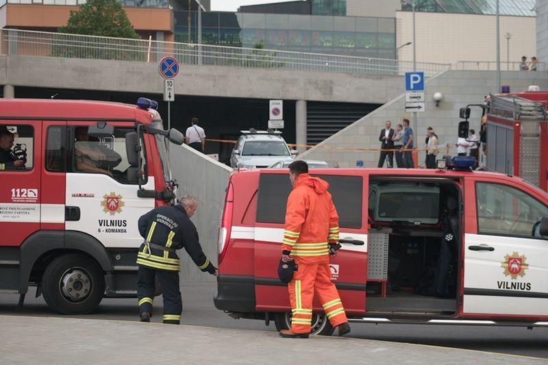 """Swedbank"" aikštelėje – bombos imitacija (atnaujinta)"