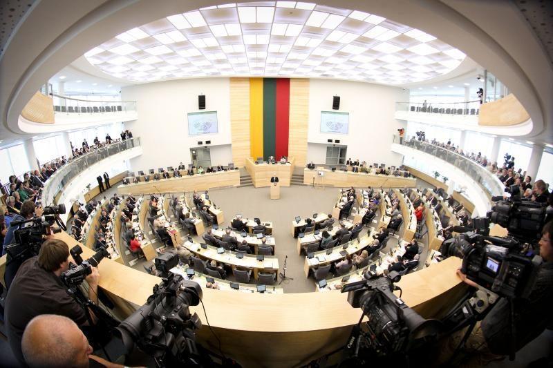 Apklausa: Seimo nariai turėtų gauti vidutinį šalies atlyginimą
