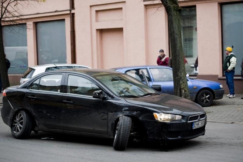 Kęstučio gatvėje per avariją sumaitoti keturi automobiliai
