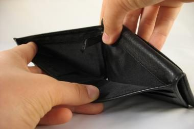 Iš tualete paliktos piniginės dingo tūkstančiai