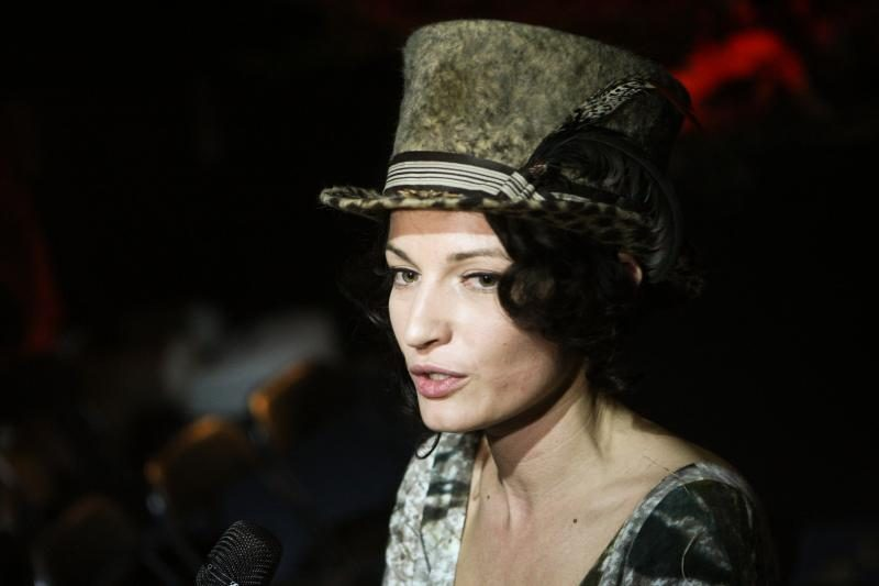 V.Jakučinskaitės kolekcijos mūza -  A.Jagelavičiūtė