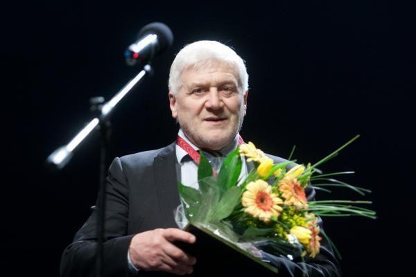 """Ryškiausiems Lietuvos teatralams įteikti""""Auksiniai scenos kryžiai"""""""