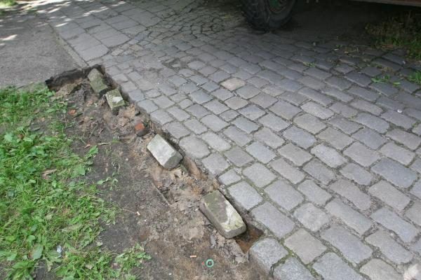 Klaipėdoje vagys grobia net grindinio akmenis