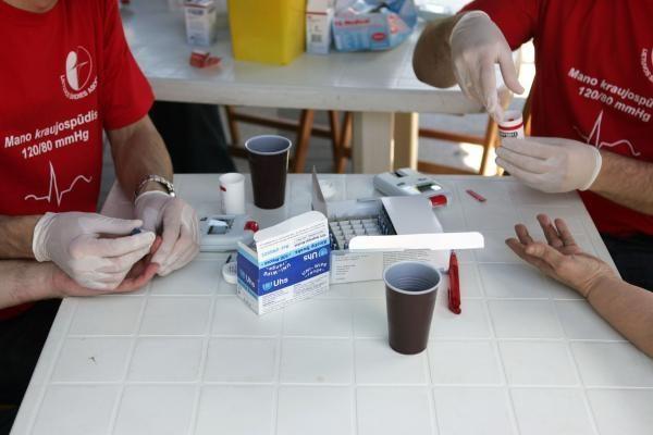 V.Kudirkos aikštėje - apgultis norinčių nemokamai pasimatuoti cholesterolio kiekį