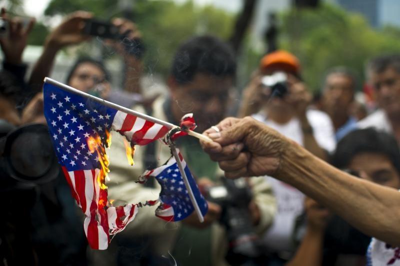 Bolivijos lyderis grasina uždaryti JAV ambasadą
