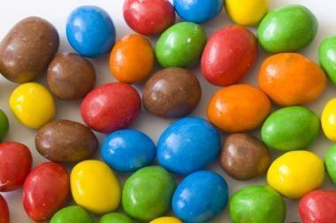 Penkiametis premjero prašė uždrausti pardavinėti saldainius