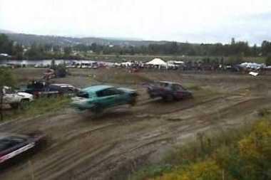 Įspūdingas lenkimas: automobilis peršoko priešininką