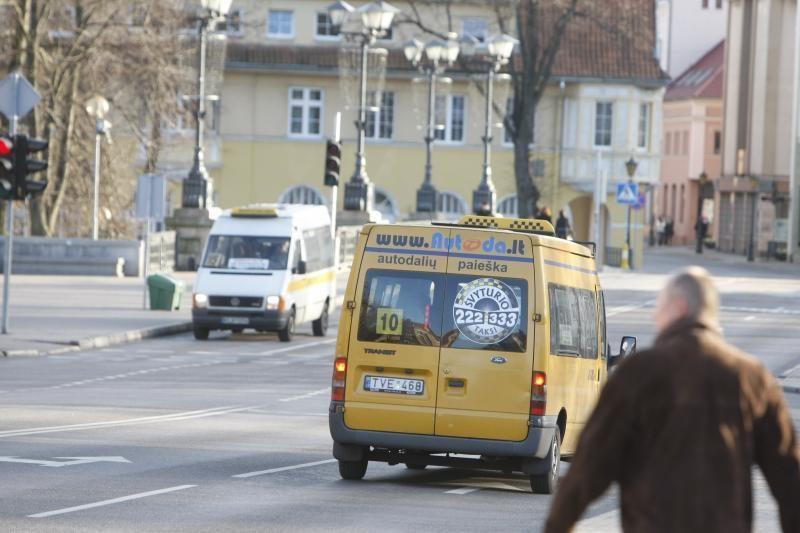 """A.Zuoką užgriuvo pasipiktinimas dėl panaikintų """"mikriukų"""" maršrutų"""