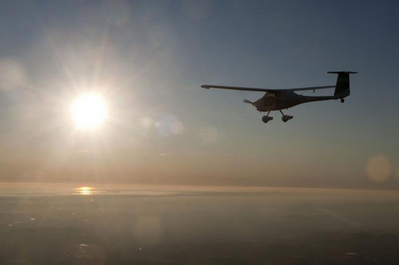 Pilotas į rekordinį skrydį aplink pasaulį leidosi 350 kg lėktuvėliu