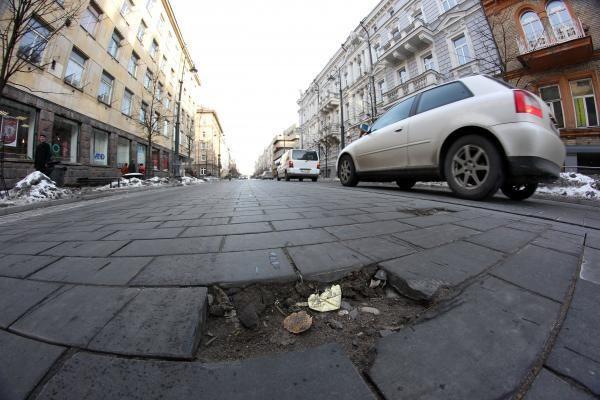 Dalį Gedimino pr. grindinio teks keisti, žala - 10 mln. litų