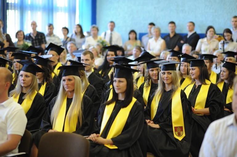 Klaipėdos universitetas sveikino pirmuosius šiųmečius absolventus