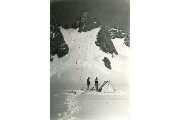 Alpinistai ruošiasi kopti į Žalgirio viršukalnę