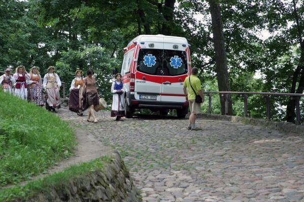 Dainų šventėje - pirmosios aukos: lenkų turistei lūžo koja (papildyta)