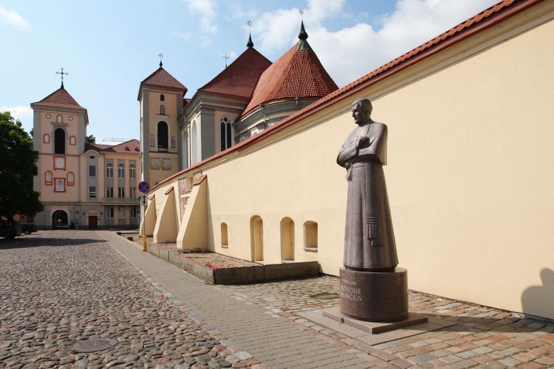 Vyskupo M.Valančiaus paminklo prieigų sutvarkymui – 50 tūkst. litų