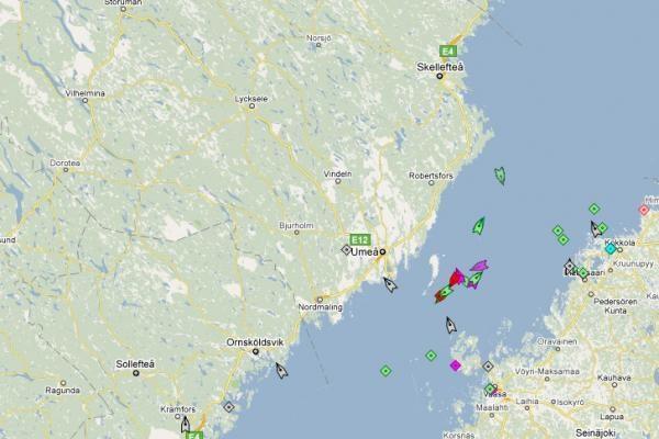 Baltijos jūroje iš ledų vadavo laivus