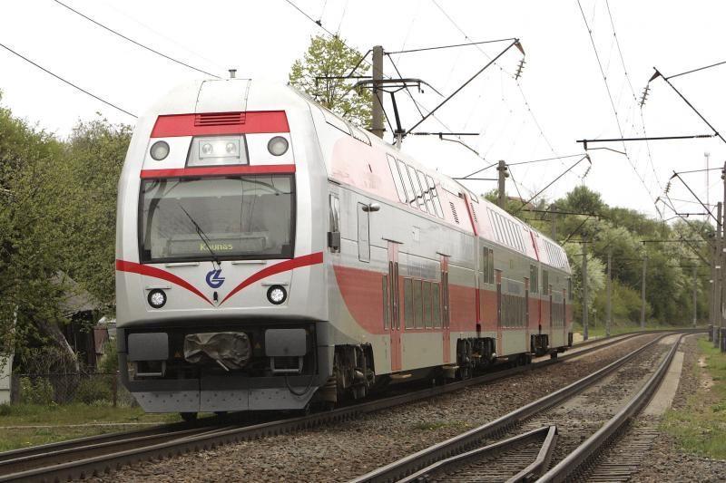 Traukinių greičio apribojimus tikimasi atšaukti iki vakaro