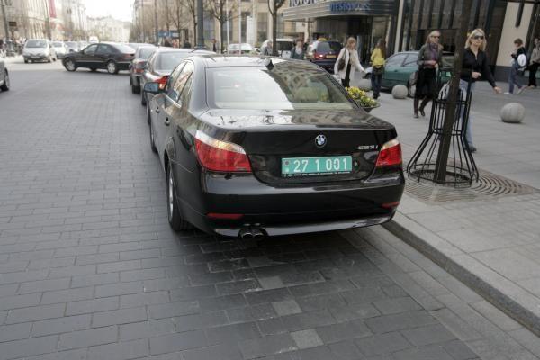 Užsienio šalių diplomatams eismo taisyklės negalioja?