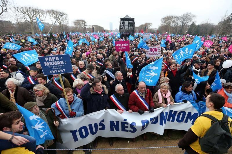 Prancūzijos gėjų santuokų priešininkai surengė demonstraciją