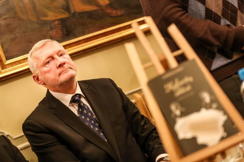 A. Smetonos palaikams grįžti į Lietuvą dar per anksti?
