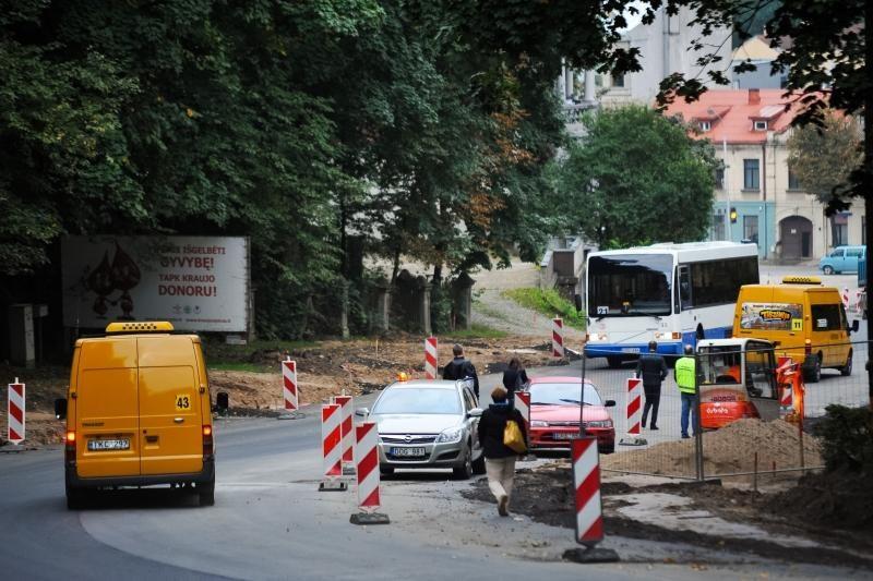 Parodos kalnu          vėl rieda autobusai