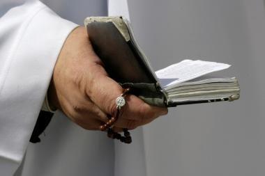 Lytine prievarta apkaltintas dvasininkas savo kaltintoją apskundė dėl turto prievartavimo