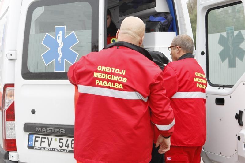 Užpuolę medikus girtuokliai reikalavo juos išblaivinti