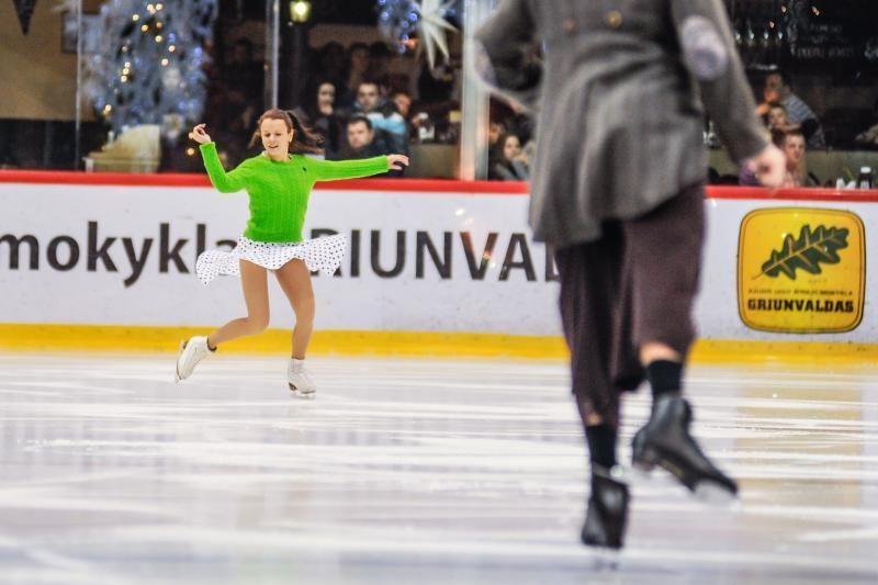 Brangiausio šou ant ledo žvaigždes užpuolė autografų medžiotojai
