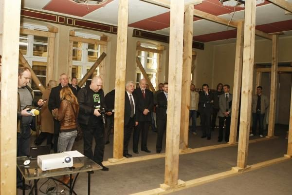 Dramos teatro rekonstrukcija: grius dalis pastatų